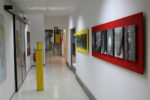 Farbige Fototrägerplatten im Flurbereich